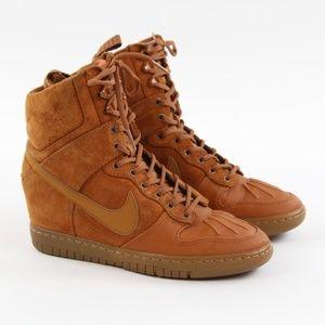 Nike Dunk Sky Hi Suede Hidden Wedge Sneakerboot 7